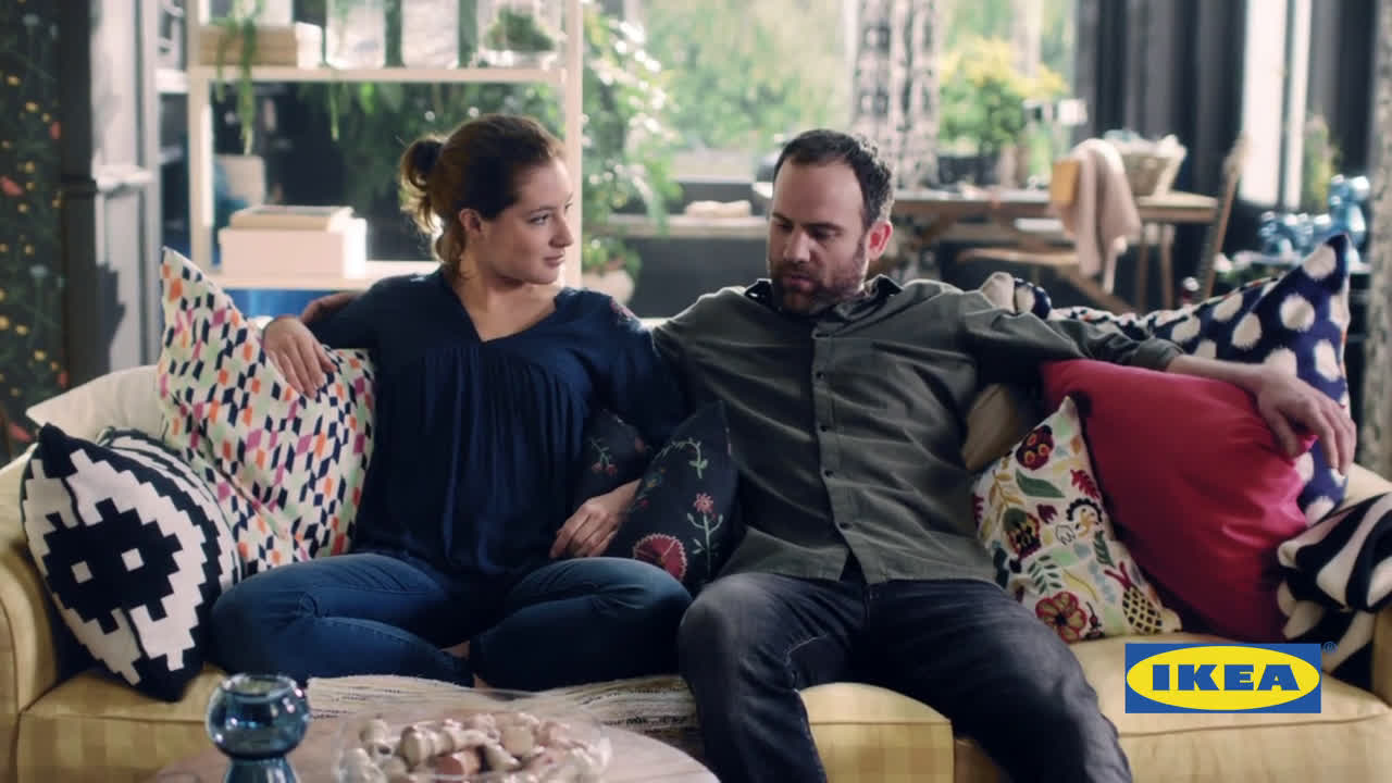 video ikea kissen bequem auf der couch werbung spot. Black Bedroom Furniture Sets. Home Design Ideas
