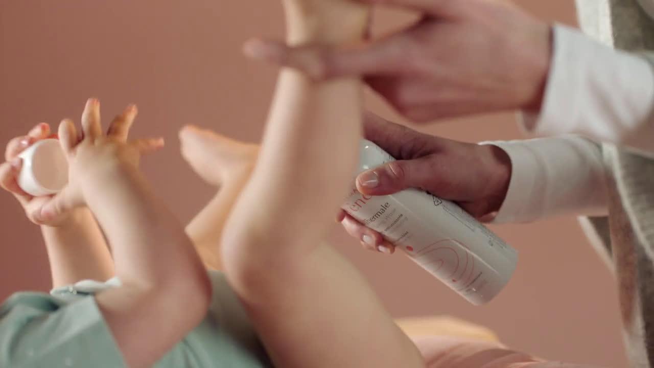 Eau thermale Avène Spray Agua termal de Avène #TimeToSpray - Calmar la piel irritada del bebé anuncio