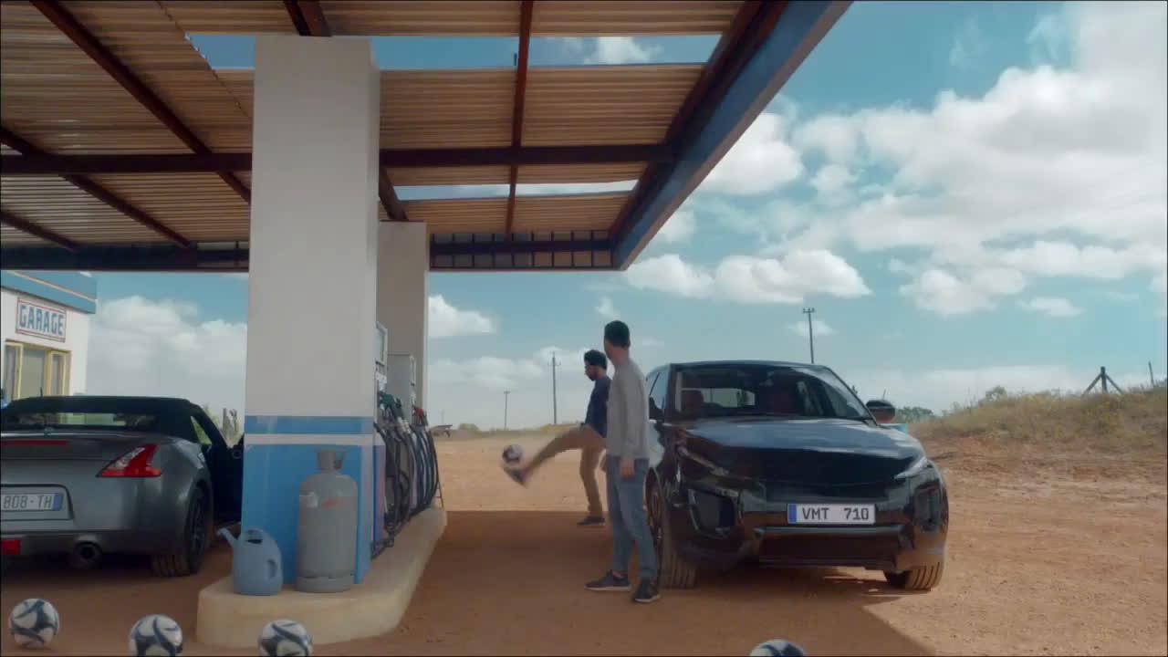"""Pepsi MAX """"LA ÚLTIMA LATA EN PIE"""" Pepsi MAX #SIGUETUPASIÓN - Leo Messi y Mohamed Salah anuncio"""