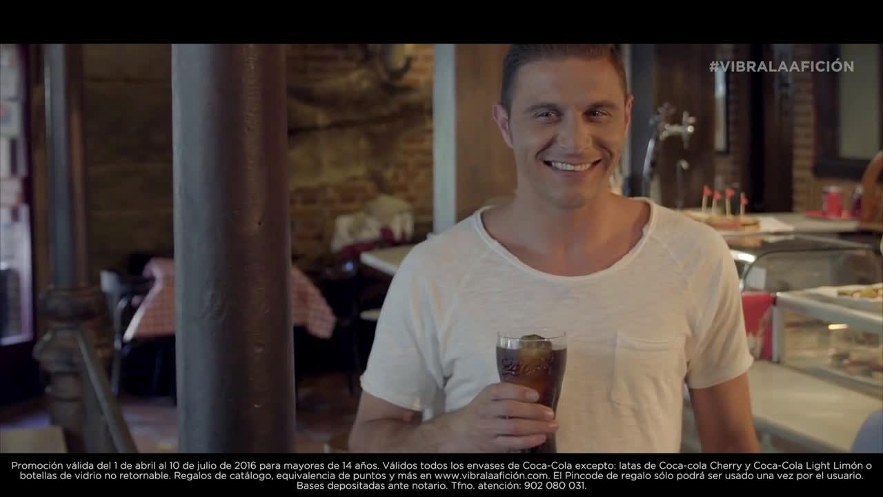 Coca Cola Joaquín y la chica guapa - Vibra la Afición anuncio