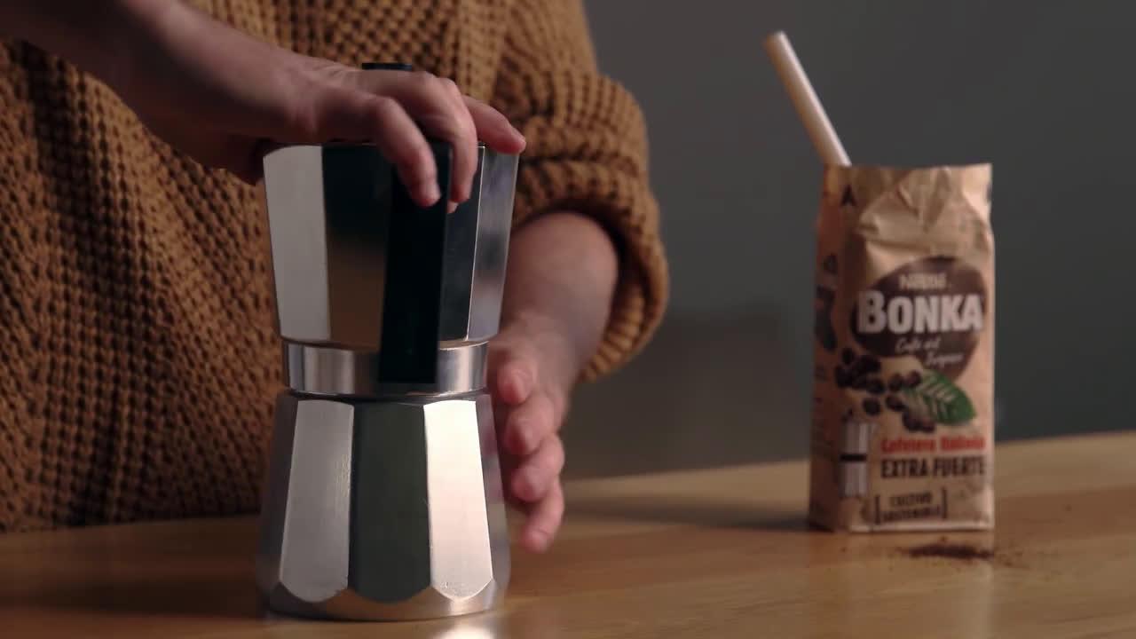 Nestlé ¿Cómo hacer café en cafetera italiana? - Tutorial para preparar café anuncio