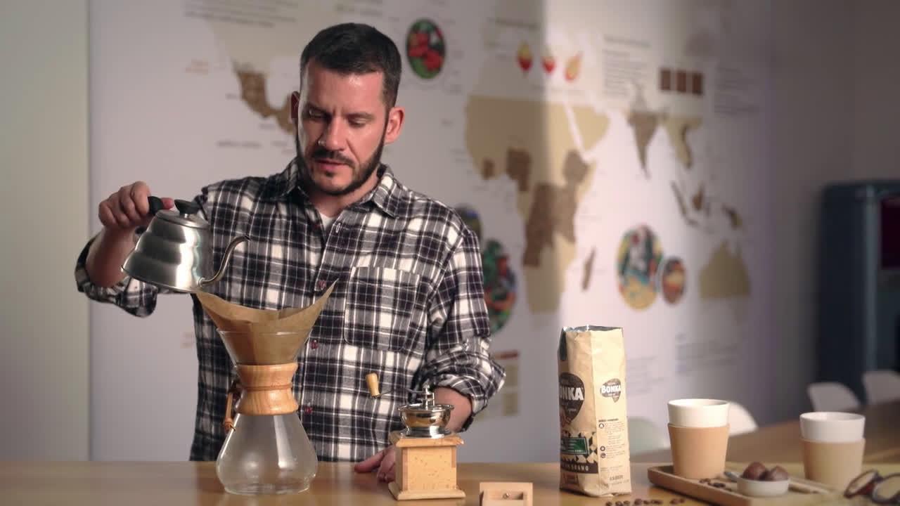 Nestlé ¿Cómo hacer café en cafetera chemex? - Tutorial para preparar café anuncio