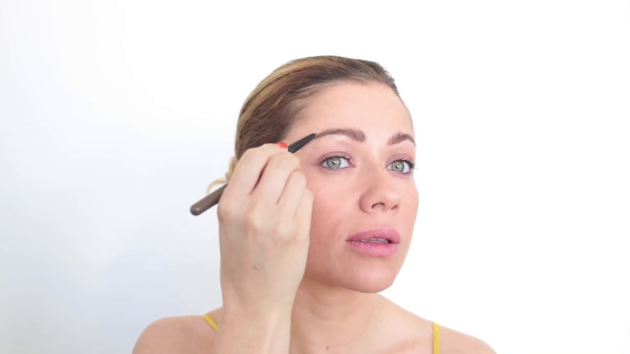 Supermercados Consum Cómo arreglar tus cejas- tutorial anuncio