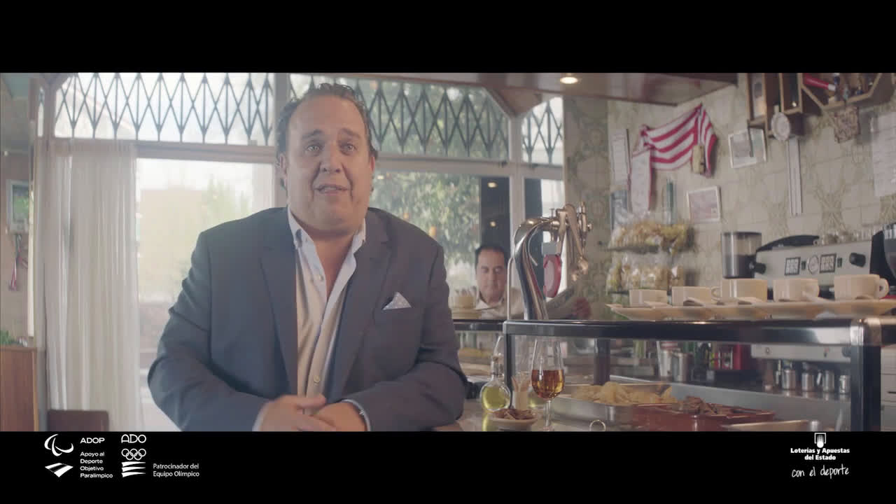 Loterías y Apuestas del Estado El abrazo - 70 aniversario La Quiniela  anuncio