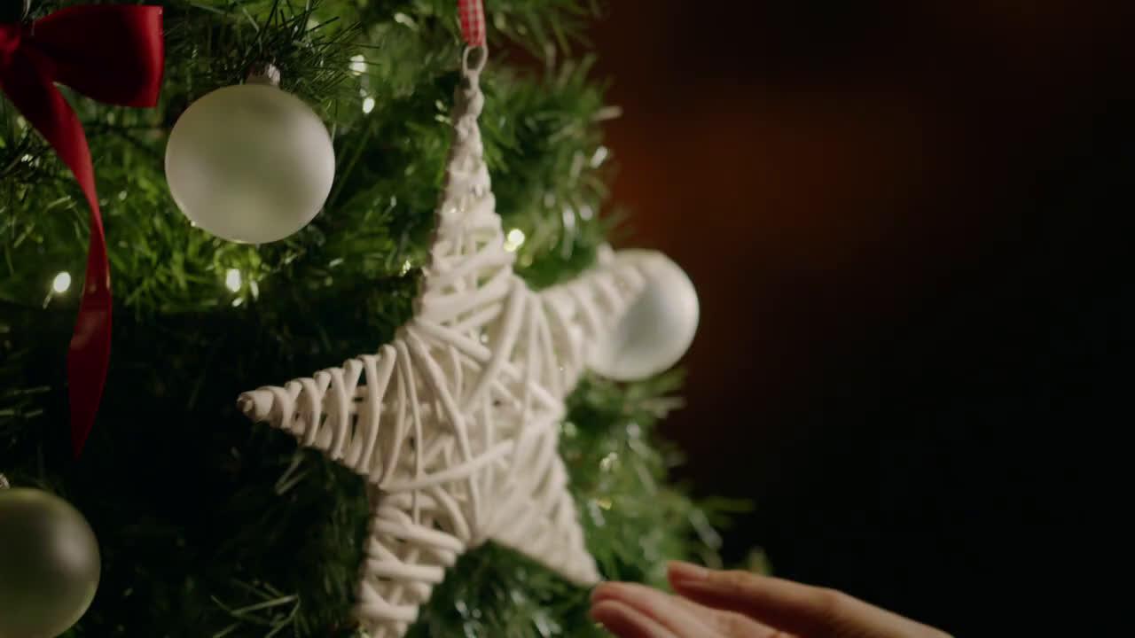Nestlé Esta Navidad regala tres chocolates con NESTLÉ Postres anuncio