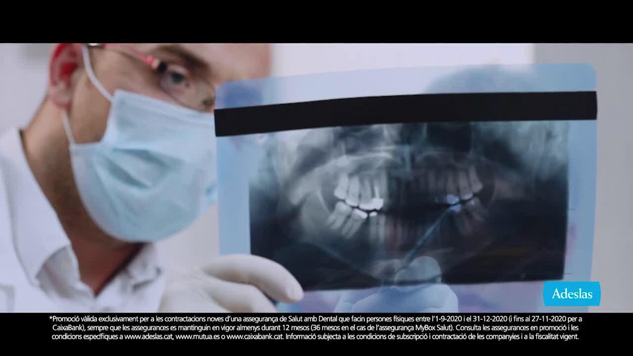 SegurCaixa Adeslas Adeslas Toda una vida 20'' videollamada - catalán anuncio