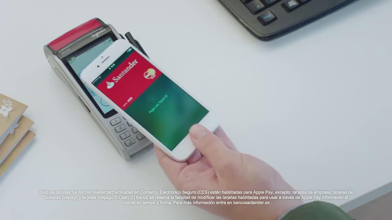 Banco Santander Apple Pay - El padre y las niñas haciendo las compras navideñas anuncio