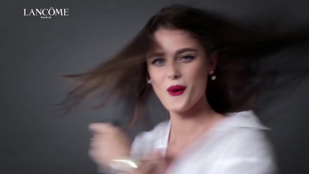 Lancome Teint Idole Ultra Wear – Taylor Hill anuncio