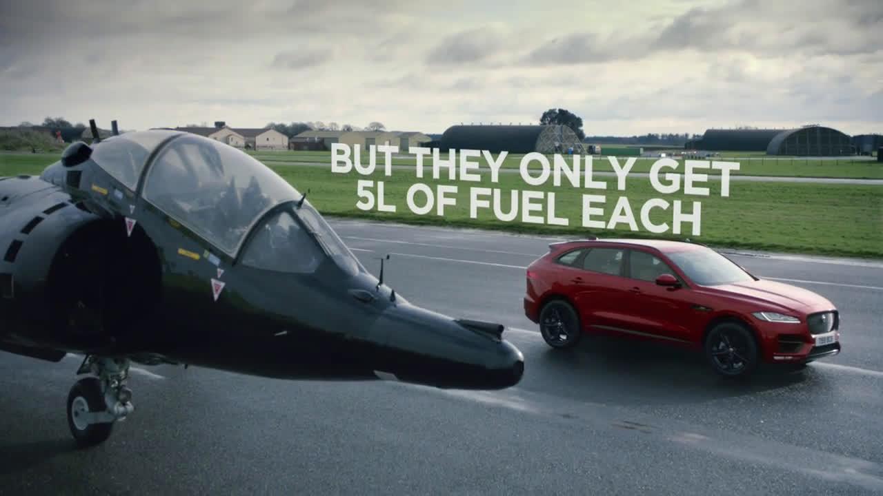 Avión de combate vs. nuevo F-PACE Trailer
