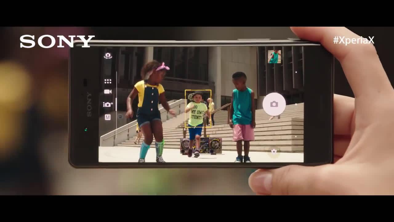 Sony Xperia ALERTA SPOILER con Paco León #HolaXperiaX  anuncio