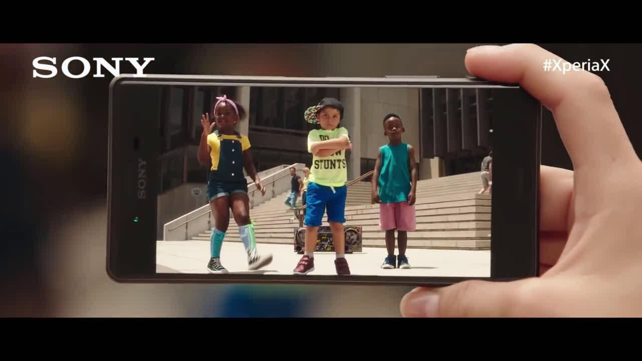 Sony Xperia No perderás de vista a Paco León en este vídeo #XperiaX  anuncio