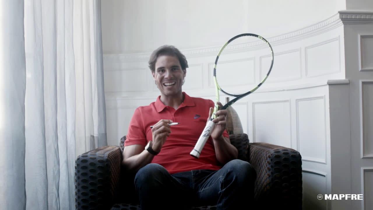Mapfre Consigue la raqueta de Nadal firmada anuncio