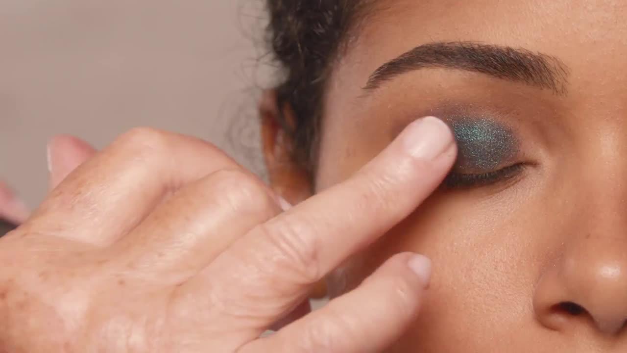 L`oreal Look de ojos ahumado con la paleta SMOKE | L'Oréal Paris X Isabel Marant anuncio