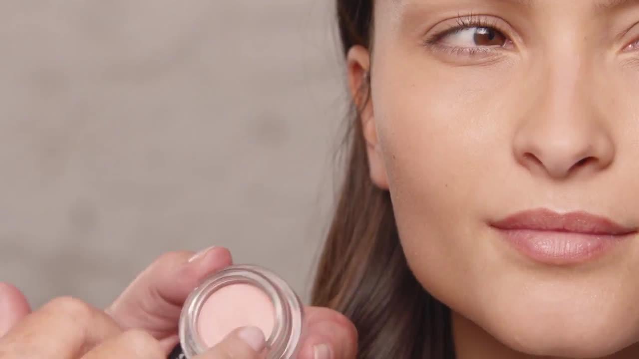 L`oreal Aporta luz a tu look con el iluminador en crema SHINE | L'Oréal Paris X Isabel Marant anuncio