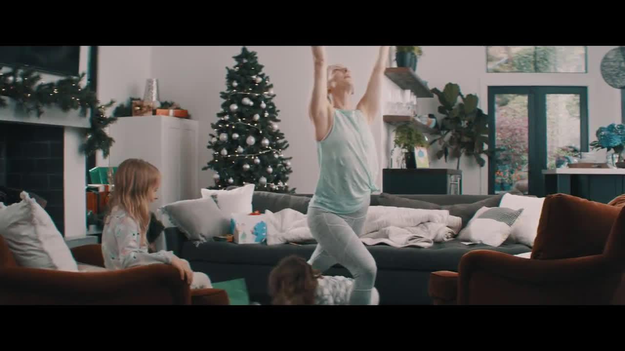 Fitbit Unwrap inspiration with a Fitbit Versa this holiday - además yo anuncio