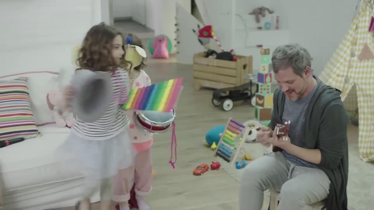 Nestle Día de la Madre con Caja Roja anuncio