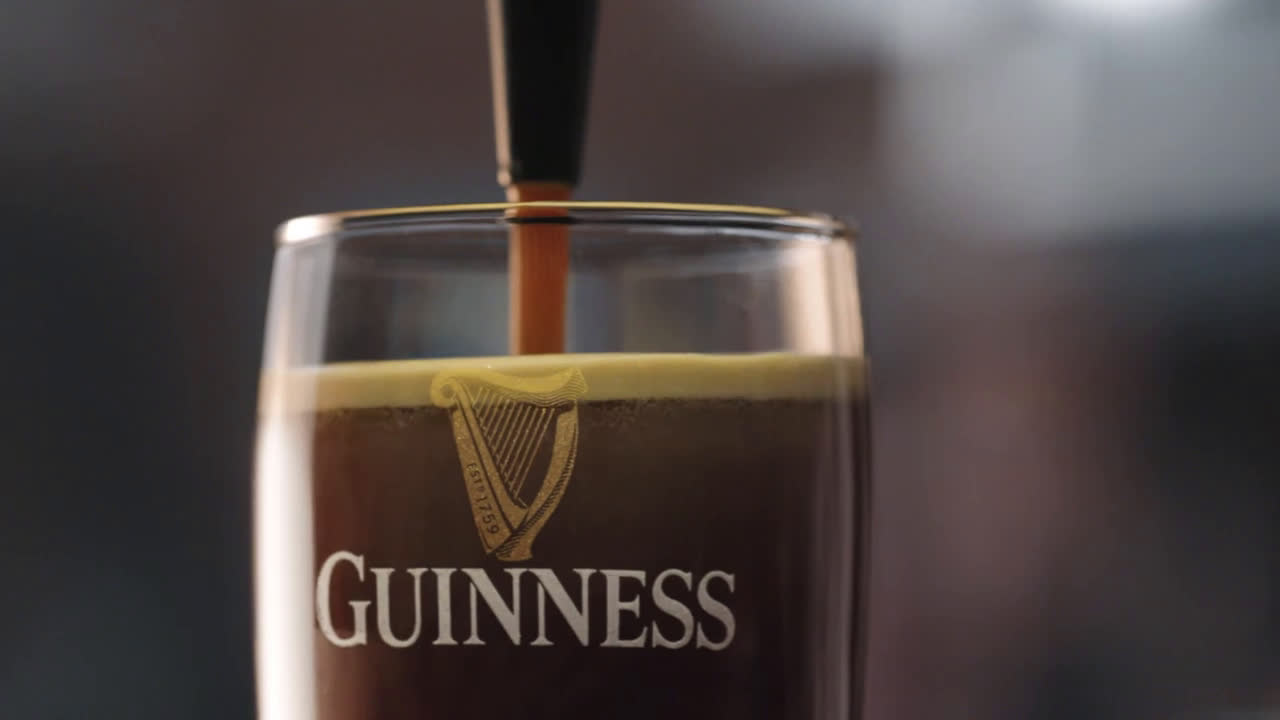 Guinness Guinness and Notre Dame – Here Come the Irish advert