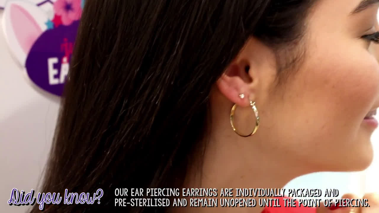 ▷ Claires Ear Piercing at Claire's with Indiana Massara Ad